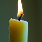 Como fazer as lágrimas escorridas das velas sobre uma garrafa de vinho utilizando giz de cera velho