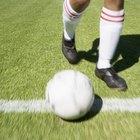 Como remover manchas de gramado artificial em uma bola de futebol