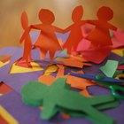 Como fazer bonecas de papel de mãos dadas