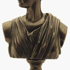 What Kinds of Clothing Did the Ancient Greeks Wear?