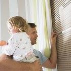 La regla de oro de los decoradores para el color de las persianas con molduras blancas