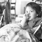 Actividades para niños pequeños para que se lleven bien con sus hermanos bebés