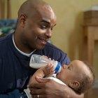 ¿Deberían los bebés comer acostados?