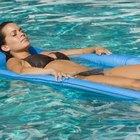 Cómo corregir la alcalinidad en el agua de la piscina