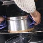 Cómo limpiar manchas de alimentos quemados en un horno autolimpiante
