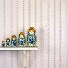 La altura correcta para colgar estantes decorativos en una pared