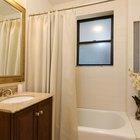 ¿Cuál es la altura apropiada para colgar una cortina de baño?