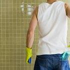 Cómo mantener brillantes los azulejos de la ducha con cera para autos
