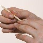 Cómo aplicar resina sobre las uñas naturales