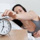 Como ajustar um relógio-despertador de corda