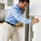 Cómo quitar la coloración amarilla de la superficie de un refrigerador blanco