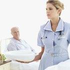 Como posicionar um paciente sobre uma aparadeira na cama