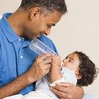 Cómo mezclar la leche materna con la leche entera