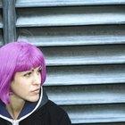 Cómo hacer que el cabello con tinte morado mantenga su color por más tiempo