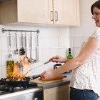 Como remover marcas de queimado em panelas antiaderentes