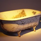 How to Remove Copper Stains From a Bathtub