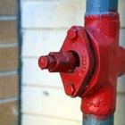 Cómo conectar una tubería principal al servicio municipal de agua