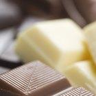 Cómo sacar el chocolate de los moldes de plástico