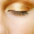 Cómo hacer que el maquillaje de purpurina para ojos no se caiga