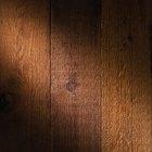 Como limpar e recuperar madeira antiga