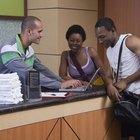 Quais são as funções de um recepcionista de academia?