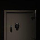 Cómo abrir una caja de seguridad Sentry con combinación