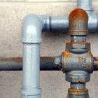 ¿Cuál es el tamaño común de la tubería de agua debajo de un fregadero?