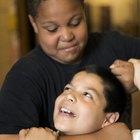 Cómo enseñarle a los niños las consecuencias de pelear con niños más pequeños