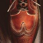¿Cómo lustrar zapatos marrones de cuero?
