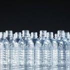 Cómo quitar las etiquetas de las botellas plásticas