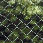 Qué se puede usar para evitar que otros perros pasen debajo de mi cerco alambrado