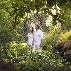 Tipos de ropa que las personas visten en el bosque tropical
