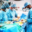 Job Qualifications of a Surgical Technician