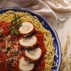 Cómo quitar el sabor salado a una salsa de espagueti