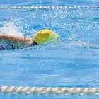 Como me livrar do cheiro de cloro após nadar em uma piscina?