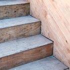 O que pode ser usado para tornar escadas menos escorregadias?