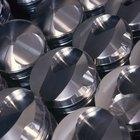 De que metal são feitos os pistões de um motor?