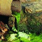 Maneras de destapar los tubos de drenaje