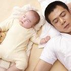 Cómo vestir a un bebé para la hora de dormir