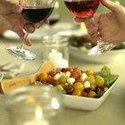 Cómo elegir la comida para una fiesta de degustación de vinos