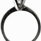 Comparando anéis de titânio e carboneto de tungstênio