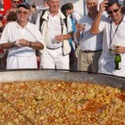 Como cozinhar 100 porções de paella