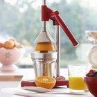 Jugo de naranjas recién exprimidas frente a jugo de naranja industrial