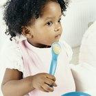 Cómo enseñar a un bebé a comer con cuchara