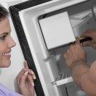 Cómo quitar el frente del dispensador en un refrigerador Whirlpool