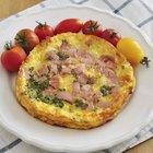 As calorias em um omelete com três ovos e presunto e queijo