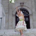 ¿Cómo agregar un listón o una faja a un sencillo vestido de novia?
