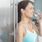 Cómo instalar una conexión de agua en un refrigerador GE Profile