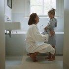 Cómo poner una ducha y una tina en un cuarto de baño pequeño