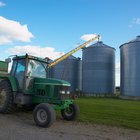 ¿Cuáles son algunos de los trabajos relacionados con la agricultura?
